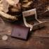 イタリアタンニン鞣しのキメ細かい革で制作