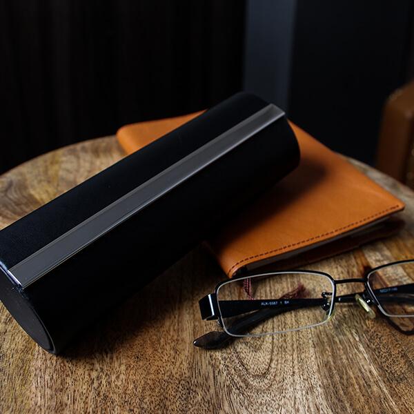 Philippiのメガネ&ペンケース Giorgio