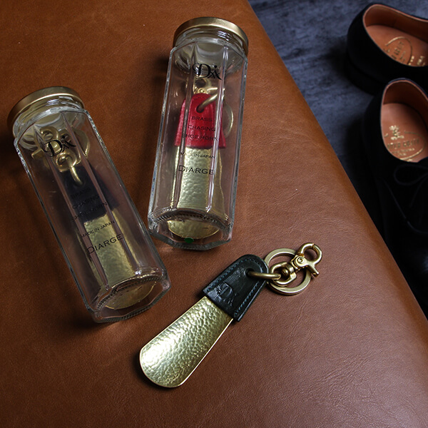 ディアージの靴べら BRASS&LEATHER BOTTLE CHASING SHOEHORN