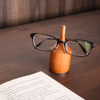 カッコいい大人を演出してくれるメガネ置きです。