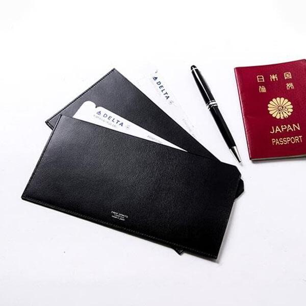 フリースピリッツのパスポートケース 束入れ型