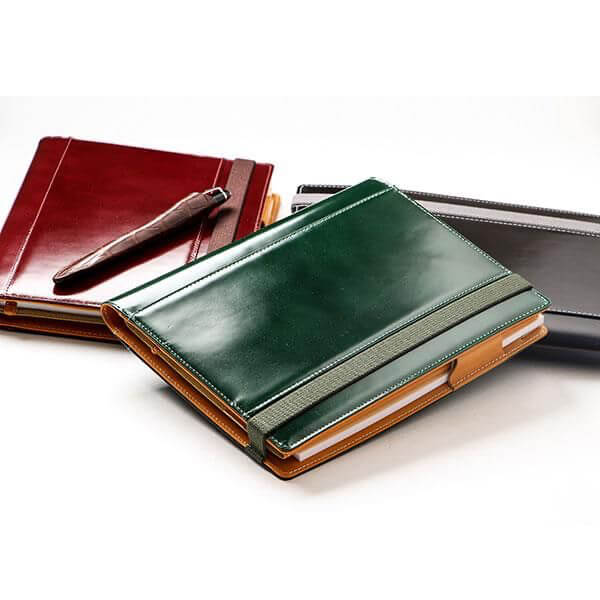 ブリットハウスの手帳カバー Carbon グレインレザー THE ME A5